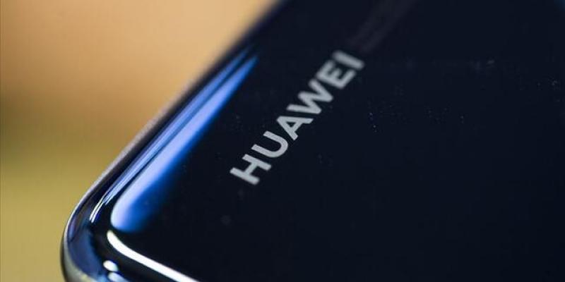 Huawei 30 milyar dolarlık düşüşü önemsemiyor